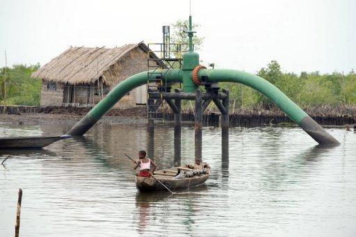 Головные сообружения подводного трубопровода в дельте Нигера (Нигерия) © AFP/File