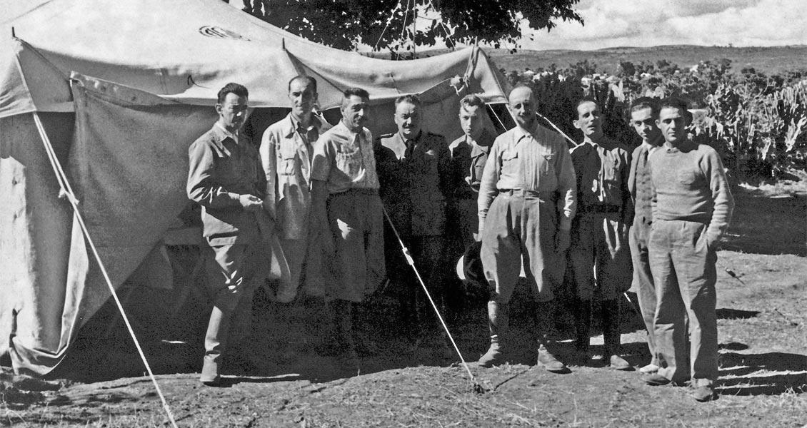 Геологи AGIP, лагерь Харар, Эфиопия, 1938.