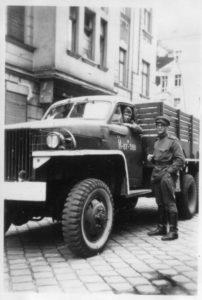 Berlin, Henryk Gorovits neben russischem LKW