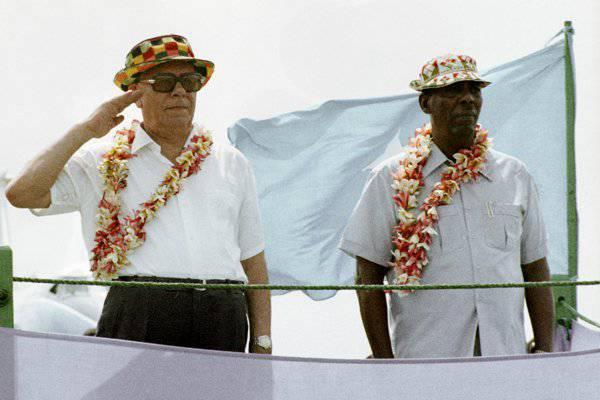 Председатель Верховного Совета СССР Николай Подгорный и Сиад Барре в Кисимайо во время визита Подгорного в Сомали, 3 сентября 1974 года. Фото: Юрий Абрамочкин / РИА Новости