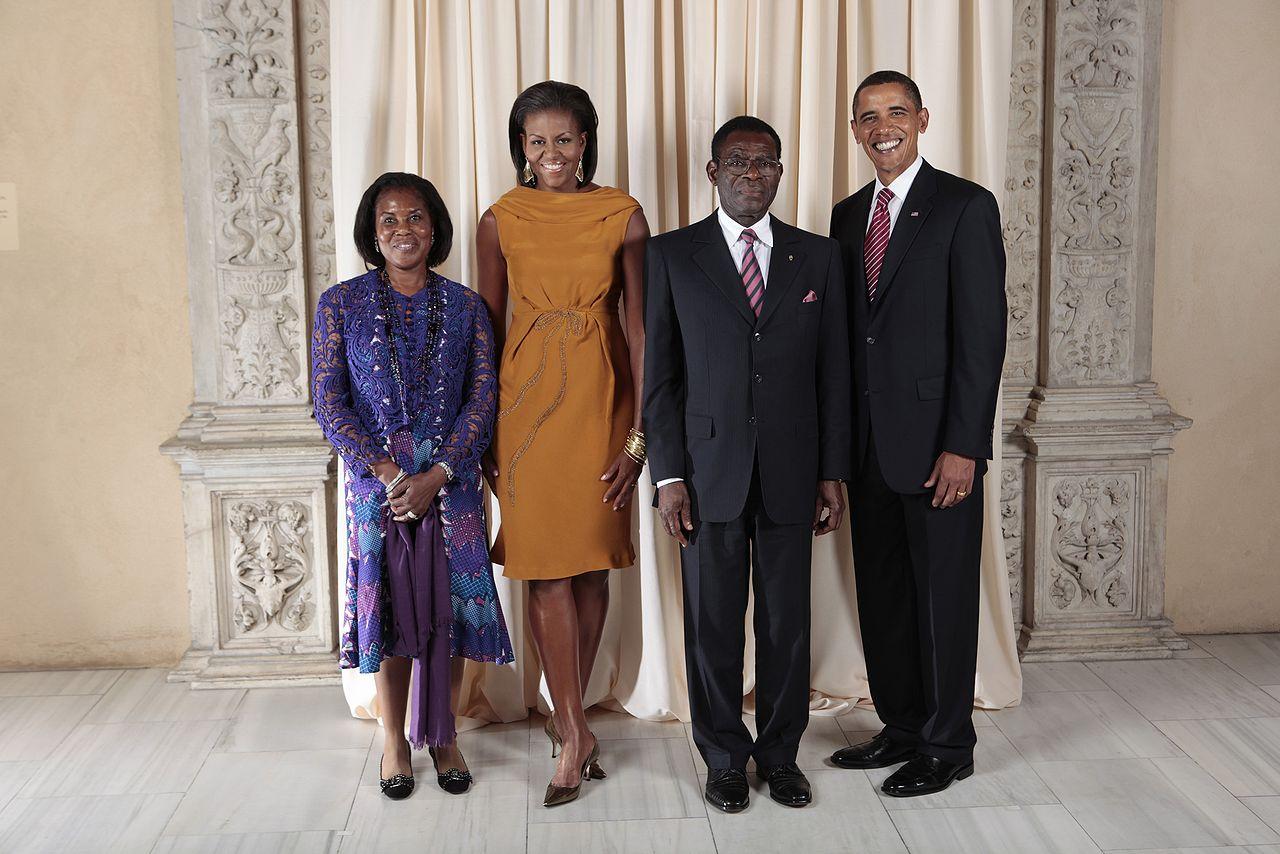 Теодоро Обианг Нгема Мбасого (второй справа)