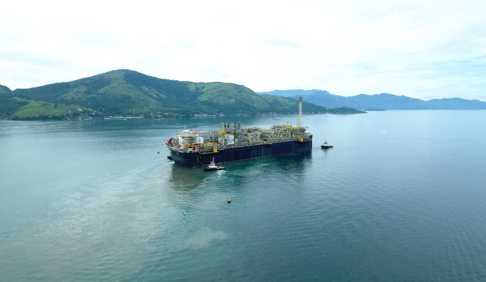 p-66-fpso-sailing-to-its-final-destination