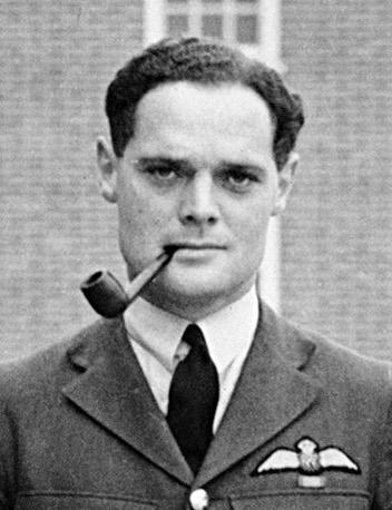 Douglas_Bader_headshot_Ѓ™ЃЂЃ 1940